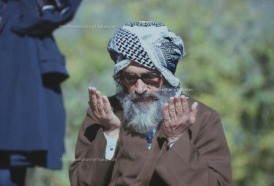Iran1979. Sheikh Ezzedine Husseini praying in his headquarters near the Iraqi border.Iran 1979.Sheikh Ezzedine Husseini priant a son quartier general pres de la frontiere irakienne