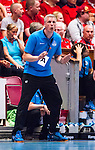 Eskilstuna 2014-05-15 Handboll SM-semifinal Eskilstuna Guif - Alings&aring;s HK :  <br /> Alings&aring;s tr&auml;nare Mikael Franz&eacute;n reagerar<br /> (Foto: Kenta J&ouml;nsson) Nyckelord:  Eskilstuna Guif Sporthallen Alings&aring;s AHK SM Semifinal Semi portr&auml;tt portrait