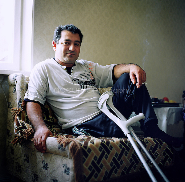 Vartan, 37 years old, was involved in the Armenian army in 1993 when he has been badly injured with two others mitliaries in a tank during the conflict between Armenia and Azerbaidjian. On the 13th of March 1993 he lost his left leg netvertheless till today, Vartan would do exactly the same for his country if he has to come back.
