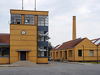 Hauptgebäude, Fagus Werk der Firmen GreCon, erbaut von Bauhaus-Architekt Walter Gropius 1911, Alfeld, Niedersachsen, Deutschland, Europa, UNESCO-Weltkulturerbe<br /> Main Building Fagus Factory of GreCon Company built by Bauhaus archtect Walter Gropius 1911; Alfeld, Lower Saxony, Germany, Europe, UNESCO heritage site