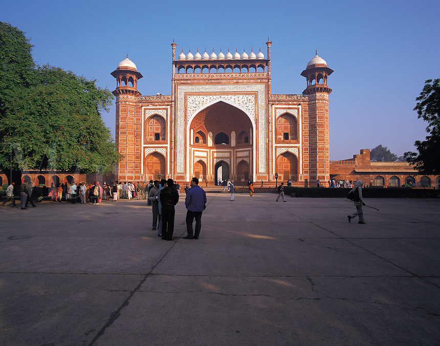Entrance-gate to the Taj Mahal; some early-morning visitors waiting to enter. Taj Mahal, Agra, Indi