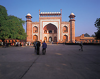 Entrance-gate to the Taj Mahal; some early-morning visitors waiting to enter. Taj Mahal, Agra, Indi