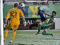 HEMPSTEAD - USA. 13-07-2016: Andres Flores jugador de New York Cosmos en acción durante el encuentro entre New York Cosmos y Jacksonville Armada FC  por la temporada de otoño 2016 de la North American Soccer League (NASL) jugado en el estadio James M. Shuart Stadium de la ciudad de Hempstead, NY./ Andres Flores player of New York Csomos in action during the match betweem New York Cosmos and Jacksonville Armada FC in match for the fall season 2016 of the  North American Soccer League (NASL) played at James M. Shuart Stadium in Hempstead, NY. Photo: VizzorImage/ Gabriel Aponte / Staff