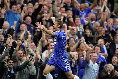 21 October 2006: Chelsea striker Andriy Shevchenko celebrates his first goal at Stamford Bridge during the Premiership game between Chelsea and Portsmouth played at Stamford Bridge. Chelsea won the match 2-1. Photo: Actionplus....061021 football soccer player joy celebration crowd fan