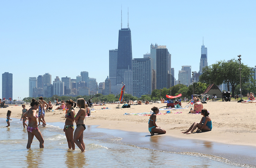 Along North Lakeshore Drive, across from Lincoln Park, the sandy shores and lapping waters of Lake Michigan prescribe the perfect fix for a hot sunny day in beautiful Chicago, Illinois.