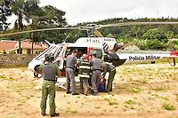 AMPARO,SP - 03.02.2017 - ACIDENTE-SP - Um caminhão carregado com arroz, perdeu o controle de direção e tombou na estrada (SP360) que liga as cidades de Morungaba a Amparo, na manhã desta sexta-feira, 03 em Amparo, interior do estado de São Paulo. Segundo o corpo de bombeiros, houve duas vítimas gravemente feridas. Uma vítima foi levada pela UR dos Bombeiro ao Hospital Ana Cintra em Amparo e outro, que ficou presa nas ferragens do caminhão, foi resgatada pelo helicóptero Águia13 da Policia Militar para o Hospital das Clínicas da Unicamp em Campinas (Foto: Eduardo Carmim/Brazil Photo Press)