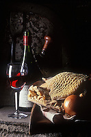 Europe/France/Rhône-Alpes/69/Rhône/Bagnols: AOC Beaujolais et ingrédients du Gras Double lyonnais: Panse de boeuf, oignons......