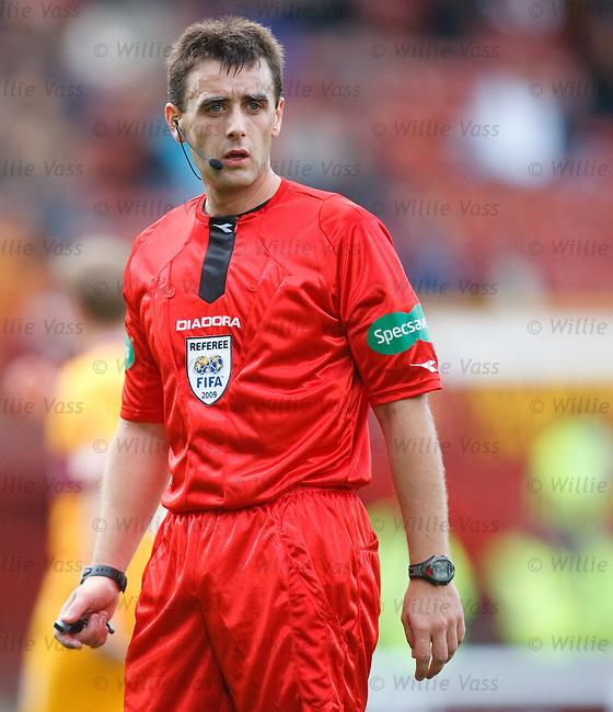 Referee Euan Norris
