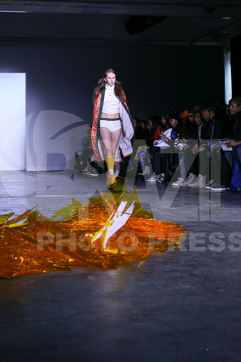 NOVA YORK . EUA, 09.02.2019 - MODA-EUA - Modelo durante desfile Dirty Pineapple no New York Fashion Week (NYFW) em Nova York neste sabado,09. (Foto: Vanessa Carvalho/Brazil Photo Press/Folhapress)