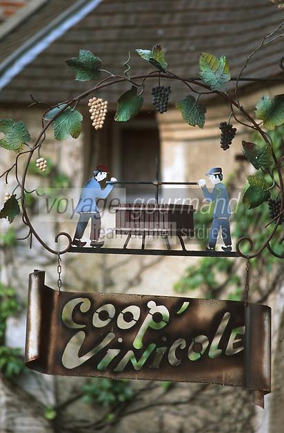Europe/France/Champagne-Ardenne/51/Marne/Hautvillers: Détail Enseigne Coopérative viticole Vignoble Champenois de la Vallée de la Marne - le pressoir