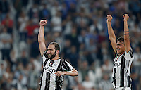 Calcio, Serie A: Juventus vs Fiorentina. Torino, Juventus Stadium, 20 agosto 2016.<br /> Juventus&rsquo; Gonzalo Higuain, left, and Paulo Dybala greets fans at the end of the Italian Serie A football match between Juventus and Fiorentina at Turin's Juventus Stadium, 20 August 2016. Juventus won 2-1.<br /> UPDATE IMAGES PRESS/Isabella Bonotto