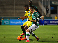 PALMIRA -COLOMBIA-14-06-2017. Nicolas Benedetti (Der) y Luis Manuel Orjuela (C) jugadores del Deportivo Cali disputan el balón con Andres Ibarguen (Izq) de Atletico Nacional durante partido de ida por la final de la Liga Águila I 2017 jugado en el estadio Palmaseca de Cali. / Nicolas Benedetti (R) and Luis Manuel Orjuela (C) players of Deportivo Cali fight for the ball with Andres Ibarguen (L) player of Atletico Nacional during first leg match for the final of the Aguila League I 2017 played at Palmaseca stadium in Cali.  Photo: VizzorImage/ Nelson Rios /Cont