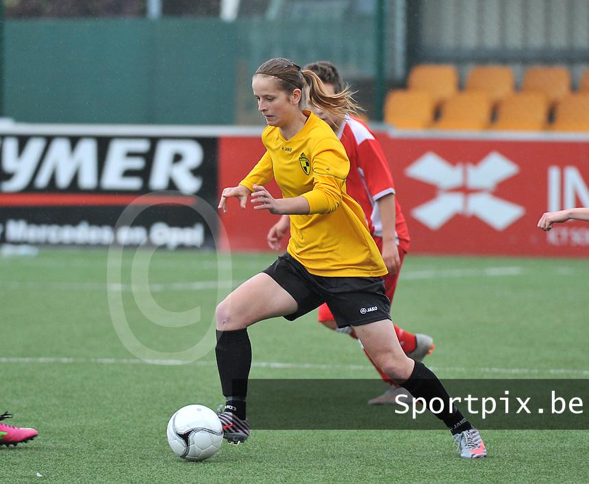 Lierse U16 - Standard de Liege U16 : Charlotte Van Ishoven aan de bal .foto DAVID CATRY / Nikonpro.be