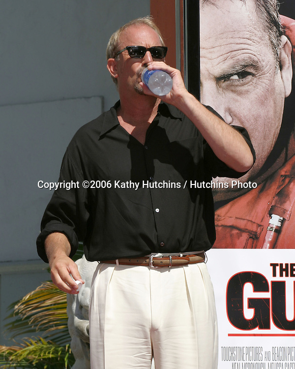 Kevin Costner .Kevin Costner Puts Hand & Footprints in Cement at Grauman's Chinese Theater.Los Angeles, CA.September 9, 2006.©2006 Kathy Hutchins / Hutchins Photo....