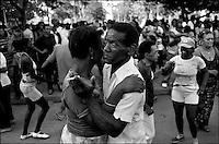Cuba, Santa Clara.<br /> Musica e danze in piazza.<br /> Cuba, Santa Clara.<br /> Music and dancing in the streets.