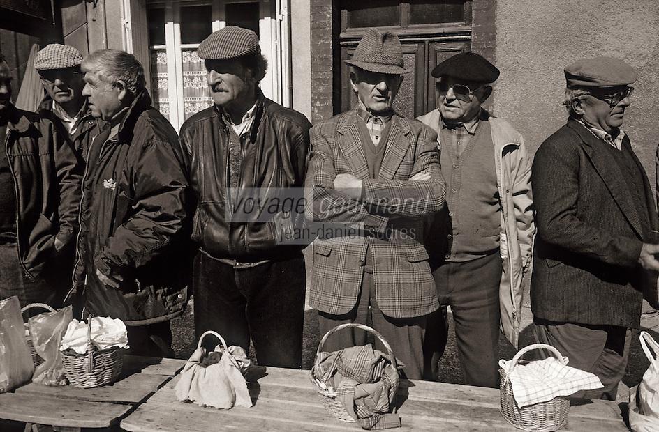 Europe/France/Midi-Pyrénées/46/Lot/Causse de Limogne/Lalbenque: Le marché aux truffes