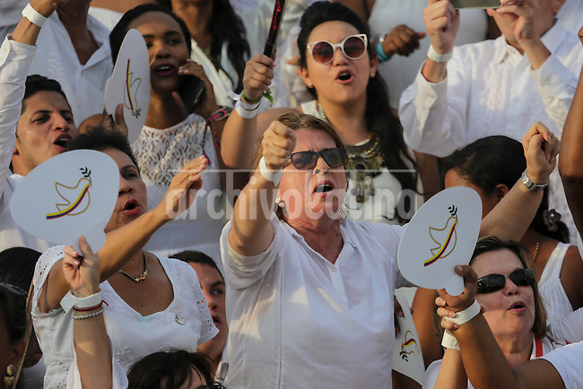 Women in favor or the peace chant and waves outside the convention center where leaders and presidents of many countries assisted the ceremony to sign the peace t between the Colombian Government and the FARC guerrilla in Cartagena, on September 26, 20216.