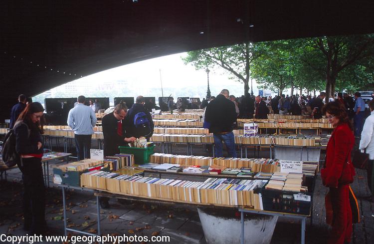 ATBK68 Southwark second hand book market London England