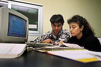 "Istituto Tecnico Industriale Statale ""G. Armellini"". Studenti adulti durante i corsi serali per lavoratori. Laboratorio di informatica..Industrial technical school, Rome. Adult students at evening classes for workers. Computer science laboratory...."
