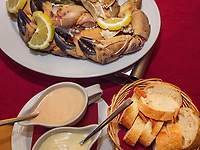 Knieper im Aquarium Restaurant, Insel Helgoland, Schleswig-Holstein, Deutschland, Europa<br /> Knieper (crab)  in Aquarium Restaurant, Helgoland island, district Pinneberg, Schleswig-Holstein, Germany, Europe