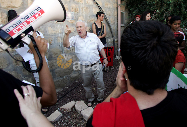 Jewish settler shouts at Israeli, Palestinian and foreign activists as they take part in a weekly demonstration against Israel's occupation of Palestinian land on Jun 24, 2011 in the mostly Arab Jerusalem neighborhood of Sheikh Jarrah. Photo by Mahfouz Abu Turk