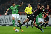 FUSSBALL   1. BUNDESLIGA   SAISON 2011/2012   19. SPIELTAG Werder Bremen - Bayer 04 Leverkusen                    28.01.2012 Claudio Pizarro (li, SV Werder Bremen) gegen Manuel Friedrich (re, Bayer 04 Leverkusen)
