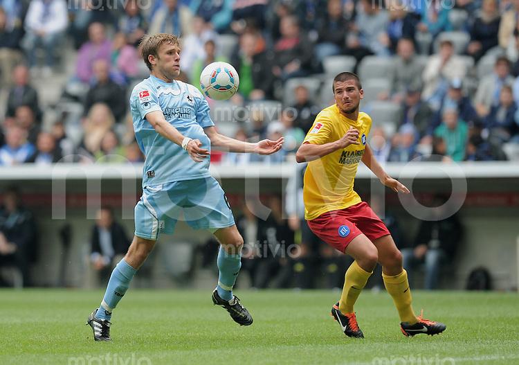 FUSSBALL   2. BUNDESLIGA   SAISON 2011/2012   2. SPIELTAG   23.07.2011 1860 Muenchen - Karlsruher SC Dominik Stahl (li, 1860 Muenchen) gegen Marco Terrazzino (Karlsruhe)
