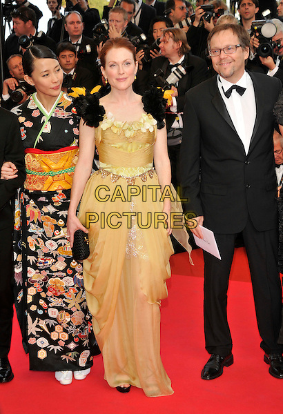 "YOSHINO KIMURA, JULIANNE MOORE.at the screening of ""Blindness"", the opening film at the.61st Cannes International  Film Festival .14th May 2008 .gala premiere full length yellow dress flowers black feathers shoulders kimono print patterned .CAP/PL.© Phil Loftus/Capital Pictures"