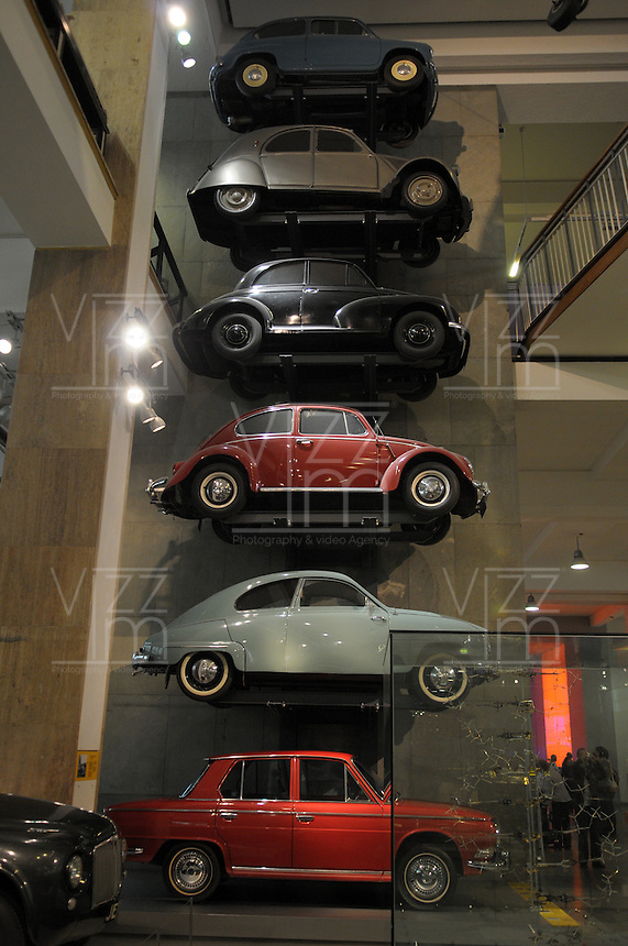 LONDON-UK- 24-05-2008. Imperial College of Science and Technology de Londres.; exhibición de carros antiguos. Imperial College of Science and Technology London; old cars exhibition. Photo: VizzorImage