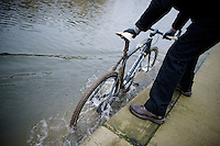 how to clean Sven Nys' (BEL/Crelan-AAdrinks) Trek Boone cross bike<br /> <br /> Druivencross Overijse 2014