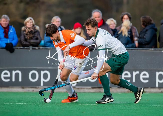 BLOEMENDAAL - Tristan Algera (Rdam) met Florian Fuchs (Bldaal) tijdens  hoofdklasse competitiewedstrijd  heren , Bloemendaal-Rotterdam (1-1) .COPYRIGHT KOEN SUYK