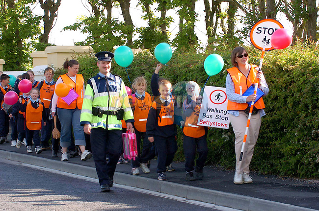 Laytown garda Sergent Seamus Burke halping the walking Bus along  with parents giving a helping hand as the students walk to school in Laytown..Photo Fran Caffrey Newsfile.ie..This Picture has been sent to you by Newsfile Ltd..The Studio,.Millmount Abbey,.Drogheda,.Co. Meath,.Ireland..Tel: +353(0)41-9871240.Fax: +353(0)41-9871260.ISDN: +353(0)41-9871010.www.newsfile.ie..general email: pictures@newsfile.ie