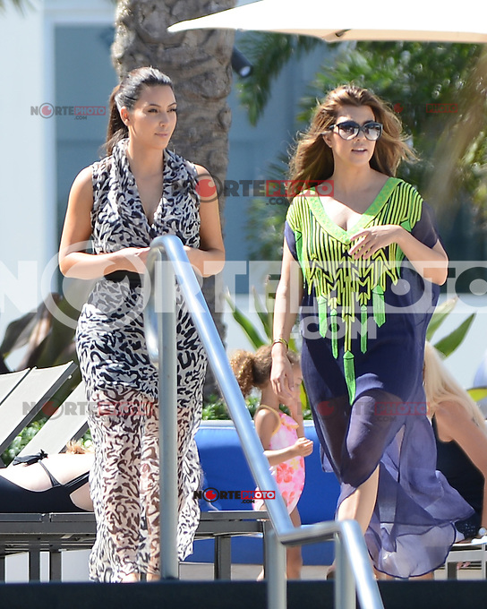 MIAMI BEACH, FL - OCTOBER 3: Kim Kardashian and  Kourtney Kardashian are sighted on October 3, 2012 in Miami Beach, Florida.© mpi04/MediaPunch Inc.. /©NortePhoto