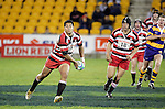 Niva Ta'auso about to pass wide. Counties Manukau Steelers vs Bay of Plenty Steamers warm up game played at Mt Smart Stadium on 14th of July 2006. Counties Manukau won 25 - 20.