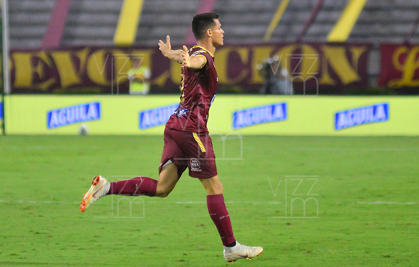 IBAGUE - COLOMBIA, 07-02-2020: Francisco Rodriguez del Tolima celebra después de anotar el segundo gol de su equipo partido entre Deportes Tolima y Envigado F.C. por la fecha 4 de la Liga BetPlay I 2020 jugado en el estadio Manuel Murillo Toro de la ciudad de Ibagué. / Francisco Rodriguez of Tolima celebrates after scoring the second goal of his team during match between Deportes Tolima and Envigado F.C. for the date 4 as part of BetPlay League I 2020 played at Manuel Murillo Toro stadium in Ibague. Photo: VizzorImage / Juan Carlos Escobar / Cont