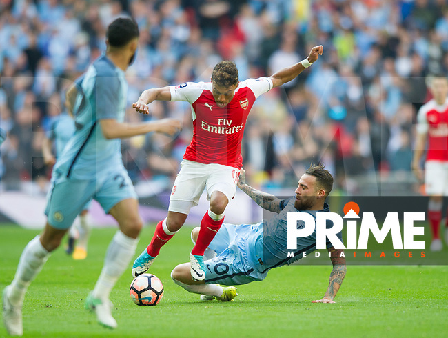 Arsenal's Alex Oxlade-Chamberlain  and Manchester City Nicolas Otamendi during the FA Cup Semi Final match between Manchester City and Arsenal at the Wembley  Stadium, Manchester, England on 23 April 2017. Photo by Andrew Aleksiejczuk / PRiME Media Images.