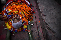 A police officer killed by Maoist rebels is readied for cremation at the Pasupatinath Hindu temple in Kathmandu, Nepal on 15 January, 2006. Eleven police officers were killed in Thankot, 9 km from Kathmandu, when the rebels attacked the police checkpoint that marks the entrance to the Kathmandu valley.<br />