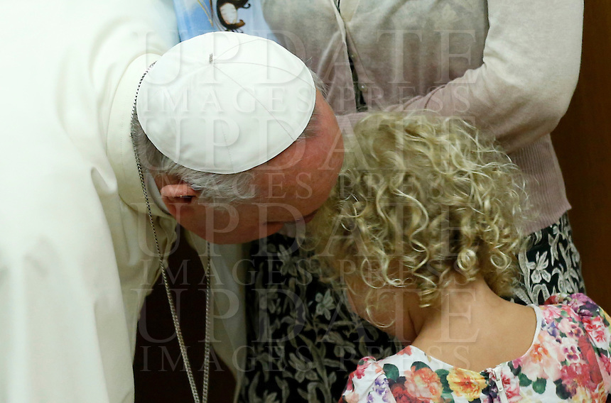 """Papa Francesco saluta una bambina urante l'udienza i partecipanti all'Incontro Mondiale dei Dirigenti di Scholas Occurentes, nell'Aula del Sinodo, Citta' del Vaticano, 4 settembre 2014.<br /> Pope Francis greets a child during his audience to participants in the """"Scholas Occurentes"""" executives world meeting, at the Vatican, 4 September 2014.<br /> UPDATE IMAGES PRESS/Riccardo De Luca<br /> <br /> STRICTLY ONLY FOR EDITORIAL USE"""