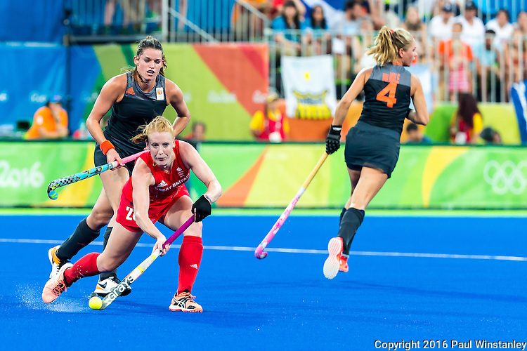 Nicola White #28 of Great Britain passes the ball during Netherlands vs Great Britain in the gold medal final at the Rio 2016 Olympics at the Olympic Hockey Centre in Rio de Janeiro, Brazil.