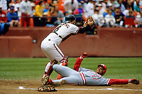 Baseball: San Francisco Giants Kirt Manwaring and Cincinnati Reds Barry Larkin in action. San Francisco, CA 6/18/1992 MANDATORY CREDIT: Brad Mangin/Sports Illustrated