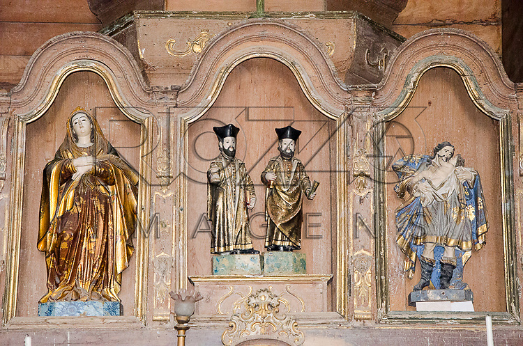 Detalhe do altar da Igreja dos Santos Cosme e Damião (1535), Igarassu - PE, 12/2012.