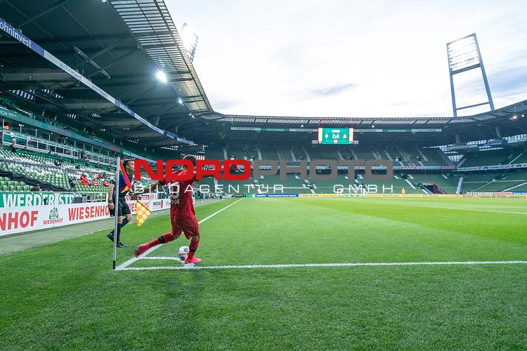 Ecke Kerem Demirbay (Leverkusen #10), <br /> <br /> Sport: Fussball: 1. Bundesliga: Saison 19/20: <br /> 26. Spieltag: SV Werder Bremen vs Bayer 04 Leverkusen, 18.05.2020<br /> <br /> Foto ©  gumzmedia / Nordphoto / Andreas Gumz / POOL <br /> <br /> Nur für journalistische Zwecke! Only for editorial use!<br />  DFL regulations prohibit any use of photographs as image sequences and/or quasi-video.