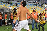 RIO DE JANEIRO, 11.05.2014 - Fred do Fluminense joga a camiseta para a torcida após a vitória contra Flamengo pela quarta rodada do Campeonato Brasileiro disputado neste domingo no Maracanã. (Foto: Néstor J. Beremblum / Brazil Photo Press)