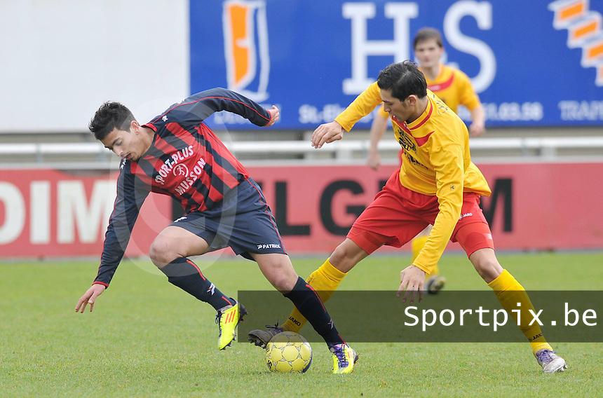 Racing Waregem - FC Bleid Gaume : duel om de bal tussen Ouissem Zarti en Mehdi Kirch (links).foto VDB / Bart Vandenbroucke