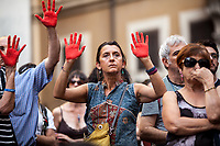 Mani Rosse Antirazziste (Anti-racism Red Hands).<br />