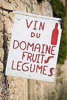 Europe/France/Languedoc-Roussillon/30/Gard : La Bègude, panneau signalant la vente de produits fermiers