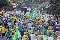 CAMPINAS,SP, 16.08.2015 - PROTESTO-SP- Manifestante, durante ato contra o governo Dilma Rousseff (Partido dos Trabalhadores), no Largo do Rosário, em Campinas, neste domingo, 16. (Foto: Eduardo Carmim/Brazil Photo Press)