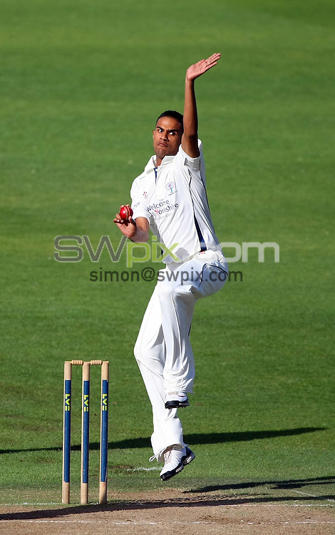 PICTURE BY VAUGHN RIDLEY/SWPIX.COM - Cricket - County Championship - Yorkshire v Kent, Day 2 - Headingley, Leeds, England - 14/09/10...Copyright - Simon Wilkinson - 07811267706...Yorkshire's Moin Ashraf.