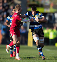 Josh Bayliss of Bath Rugby takes on the Harlequins defence. Aviva Premiership match, between Bath Rugby and Harlequins on November 25, 2017 at the Recreation Ground in Bath, England. Photo by: Patrick Khachfe / Onside Images