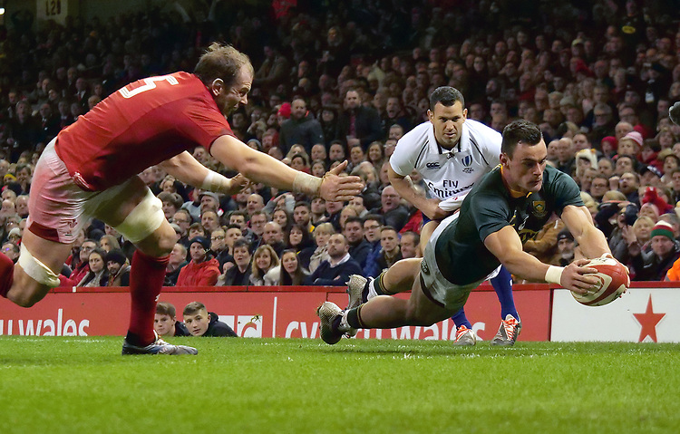South Africa's Jesse Kriel scores his side's first try<br /> <br /> Photographer Ian Cook/CameraSport<br /> <br /> Under Armour Series Autumn Internationals - Wales v South Africa - Saturday 24th November 2018 - Principality Stadium - Cardiff<br /> <br /> World Copyright © 2018 CameraSport. All rights reserved. 43 Linden Ave. Countesthorpe. Leicester. England. LE8 5PG - Tel: +44 (0) 116 277 4147 - admin@camerasport.com - www.camerasport.com
